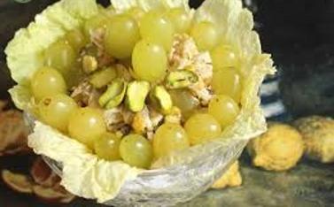 Салат из куры винограда и фисташек