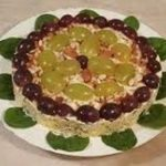 Салат из курицы, винограда и сыра