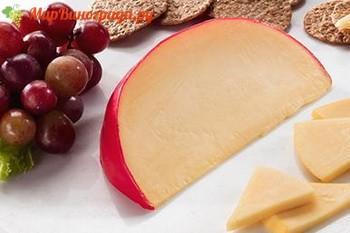 Вино Пино-нуар идеально подойдет к сыру эдам