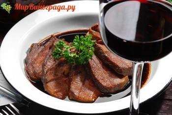 Говядина в красном вине