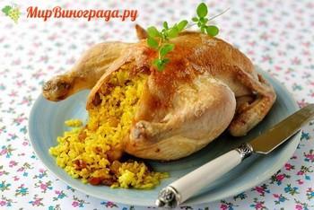 Курица, фаршированная изюмом, в духовке