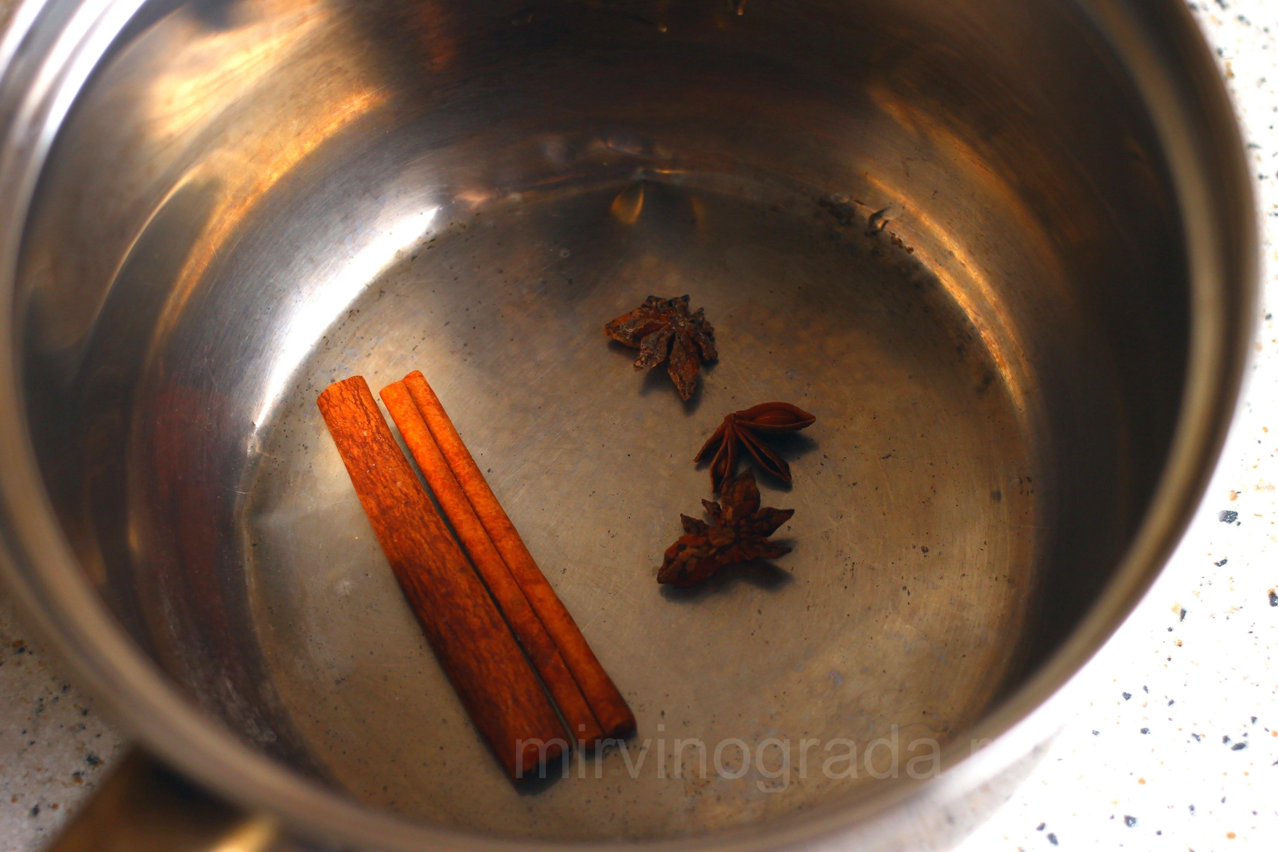Бадьян и корица для приготовления глинтвейна